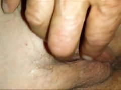 Playing with a horny mature vagina