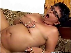 Thick ripe mature lady loves getting her pussy fucked b