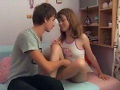 Young teenage couple fucks !!!