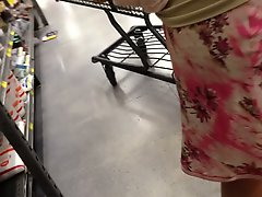Upskirt at supermarket 1