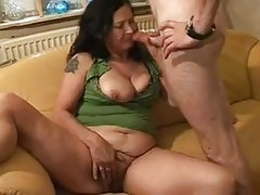 Amateur dutch granny takes anal fist and cum