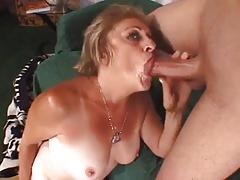 Granny can not stop cumming