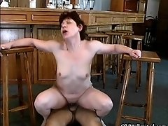 Nasty mature housewife gets her horny cunt fucked hard