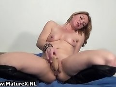 Horny housewife rubbing her clit and wanking her soft p