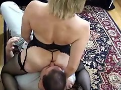 Milf gets her ass eaten