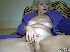Horny mature slut goes crazy masturbating her horny cun
