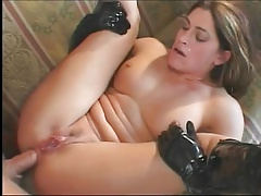 HOT SQUIRTING MILF IN GLOVES IS USED CORRECTLY