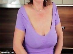 Mature brunette with big tits gets kinky and pulls out