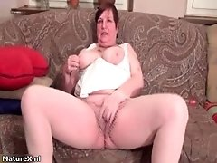 Nasty fat housewive gets horny rubbing her cunt by matu